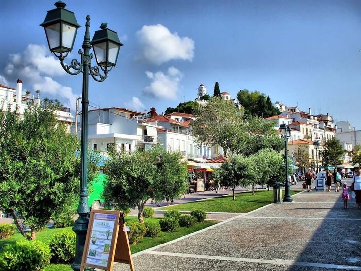 Harbour front, Skíathos Town.