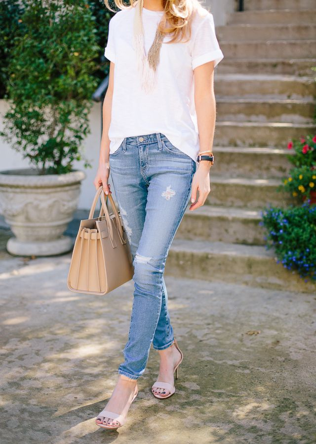 Simple saturday: white t-shirt front tucked into casual ripped skinny jeans, interesting necklace and nude heels!