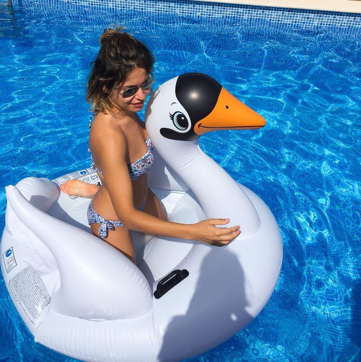 Algo que no puede faltar en las piscinas este verano son estos hinchables. Muchos me habéis preguntado por los míos y aquí tenéis los enlaces y muchos flotadores más que podéis comprar tanto en tie…