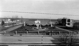 Roberval: monument des Saints martyrs canadiens devant l'église Saint-Jean de Brébeuf.