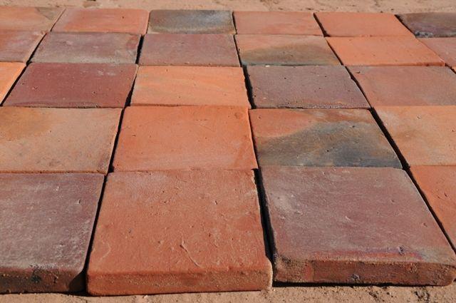 250 qm Bodenplatten 20x20x3cm in Kloster Chorin (Deutschland) – Bodenplatten aus Keramik