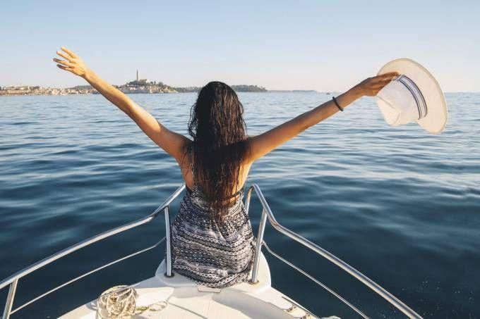 Tire dúvidas sobre como são as viagens de cruzeiro antes de entrar de gaiato num navio