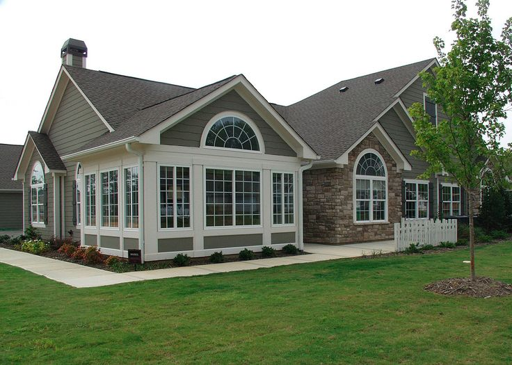 One story house with tall entrance attached garage are for Ranch style house characteristics