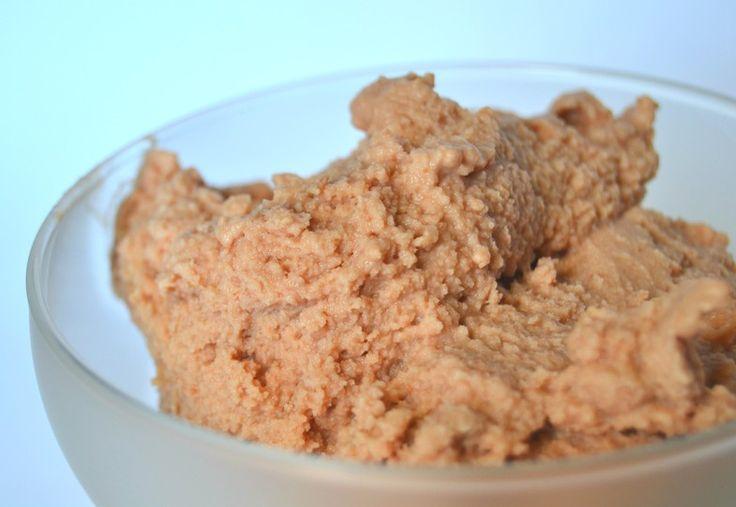 Il gelato alla nutella è entrato negli ultimi anni nei gusti di molte gelaterie e farlo in casa è molto semplice, ecco la ricetta.