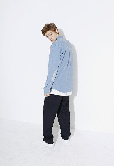 LIFULgets sporty for the Spring/Summer 2015 season with a collection of casual menswear that may originate from Korea, but takes more than a little influence from Western athleticwear. Sportswear staples like crewnecks, sweatpants and coaches jackets are executed in easy to wear colorways, with an emphasis on boxy silhouettes which is carried over to a …