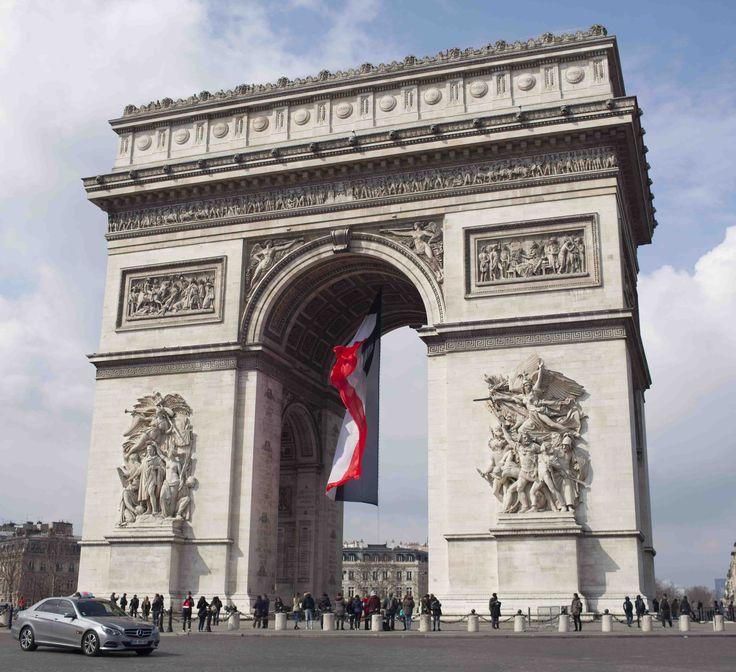 そびえ立つ姿は圧巻 凱旋門 ~パリ 夏旅~
