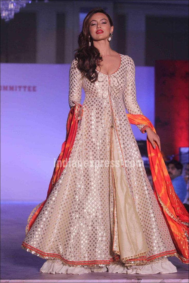 Sana Khan walking on the ramp gracefully in support of the Terry Fox run. #Bollywood #Fashion #Style #Beauty #Hot #Sexy