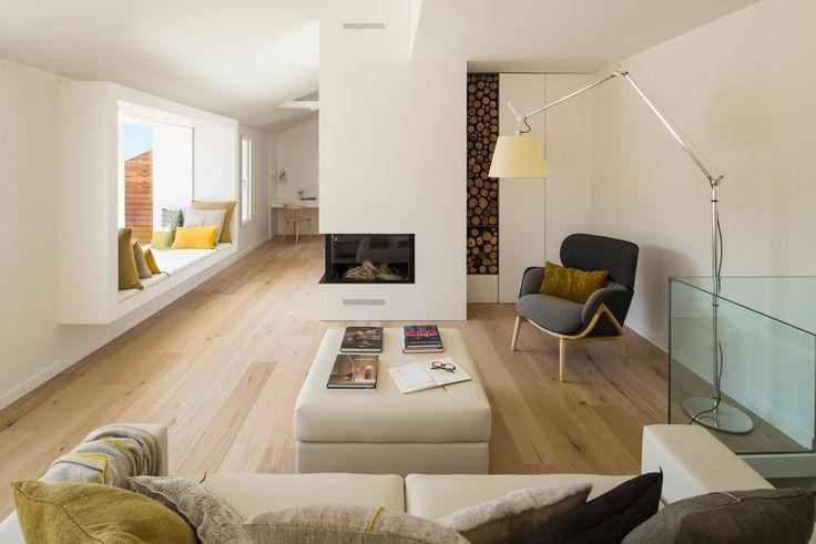 Oltre 25 fantastiche idee su finestre mansarda su for Interni moderni case spagnole