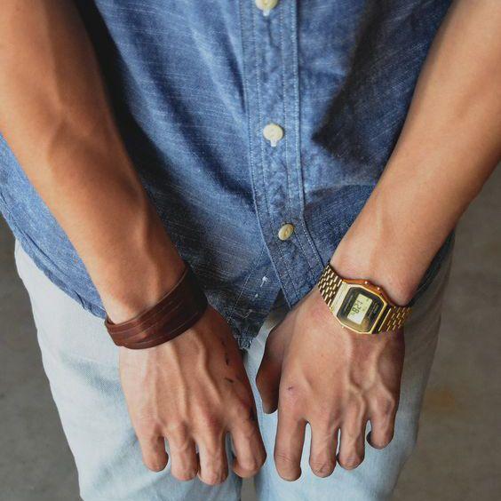Relógio Dourado, Relógio Masculino. Macho Moda - Blog de Moda Masculina: Relógio Dourado, Dicas para Usar e Onde Encontrar! Moda Masculina, Moda para Homens, Roupa de Homem, Acessórios Masculinos, Casio, Casio Vintage, Camisa Jeans, Pulseira de Couro Masculina