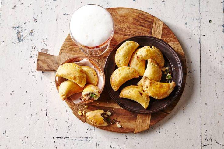 Kijk wat een lekker recept ik heb gevonden op Allerhande! Empanadas met gehakt en serranoham