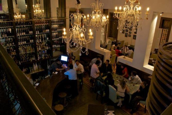 Chile tiene muchas restaurantes. Este articulo está sobre los mejores restaurantes de Santiago, Chile. Usted puede encontrar nuevos alimentos en Chile.