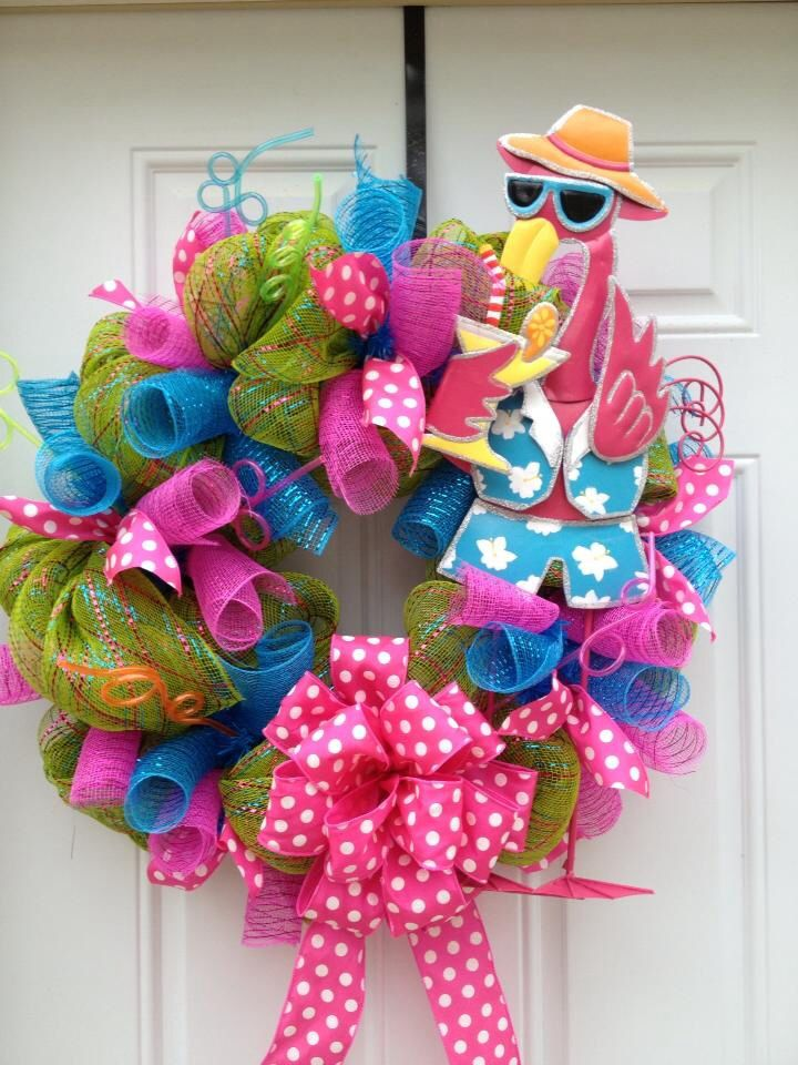 Summer mesh wreath with flamingo i want this one for Diy summer wreath