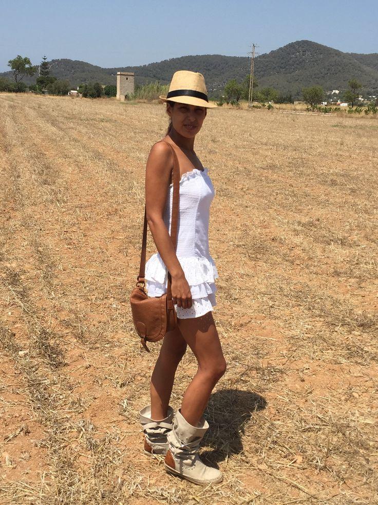 Estilo ibicenco: Con vestido de volantes y botas indias #kissmylook