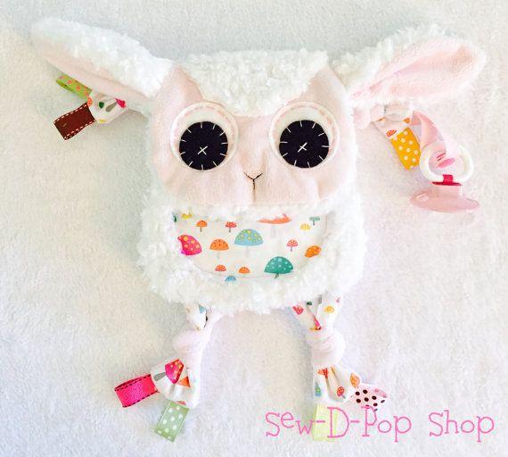 Mini lam Baby deken tandjes Toy Lovey van SewDPopShop op Etsy