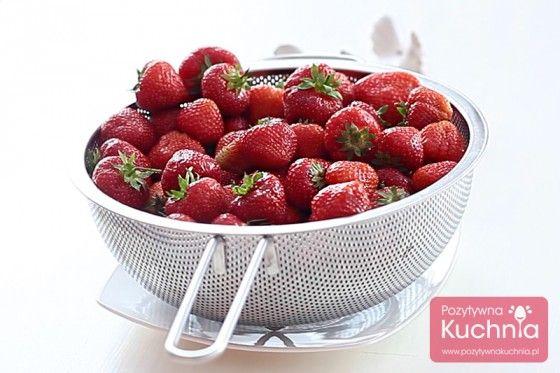 Witaminy, walory, właściwości czyli dlaczego warto jeść #truskawki  http://pozytywnakuchnia.pl/truskawki-walory/  #kuchnia #owoce #dieta #zdrowie