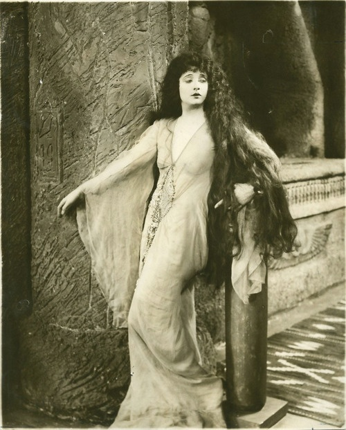 """Betty Blythe , in """" She"""" directed by G.B Samuelson, 1926:"""
