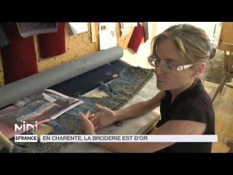 Cette maître brodeuse vaut de l'or. Et pour cause, Sylvie Deschamps est la dernière brodeuse à fil d'or dans toute la France. Dans son atelier en Charente Ma...