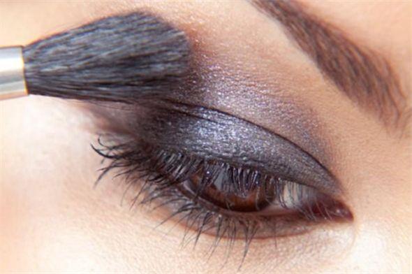 Het weer wordt frisser, maar de herfsttinten in je make-up stralen warmte uit!
