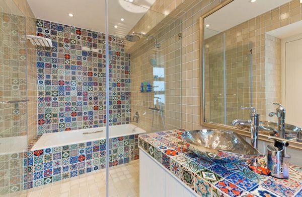 Яркая ванная комната, керамическая плитка пэчворк, красивые ванные фото