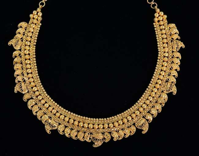 Indian gold necklace marked 22 ct, tested as 20 ct or higher.