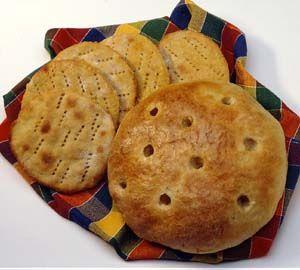 Kaurateeleipänen Helppo ja nopee.Sekoita kuivat aineet keskenään ja lisää sulatettu voi ja maito. Sekoita taikina tasaiseksi ja jaa se leivinpaperille nokareiksi. Taputa nokareet kostutetulla kädellä leipäsiksi ja paista uunissa 250-asteen lämmössä n. 10 min.