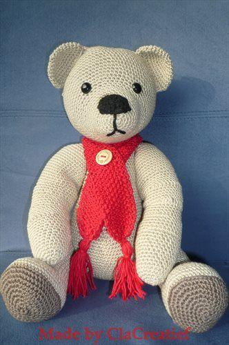 Made by ©ClaCreatief;  Een beer gehaakt, patroon van Christel Krukkert.