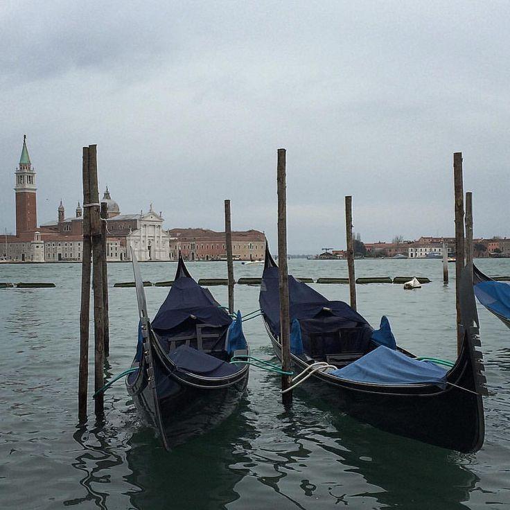 Worldwide most famous Venecia shot — Самый известный Венеция-кадр. #creativephototeam #italy #italian #venice #venezia #streetphoto #street #photography #travel #travelphoto #travelphotography #europe #chanel #people #romantic #gondola #gondolier #adriati