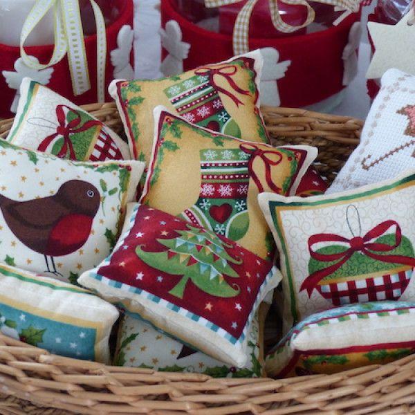 Nadelkissen mit weihnachtlichen Motiven
