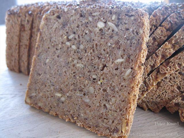 Knøvl's mad: Lyst rugbrød med masser af kerner