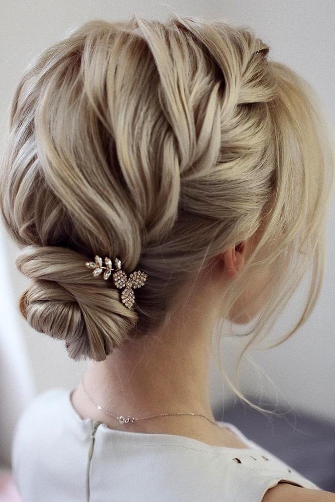 30 Elegant Wedding Hairstyles For Gentle Brides Brides Elegant Gentle Hairstyles Hochzeitsfrisuren Geflochtene Frisuren Fur Kurze Haare Frisur Hochzeit
