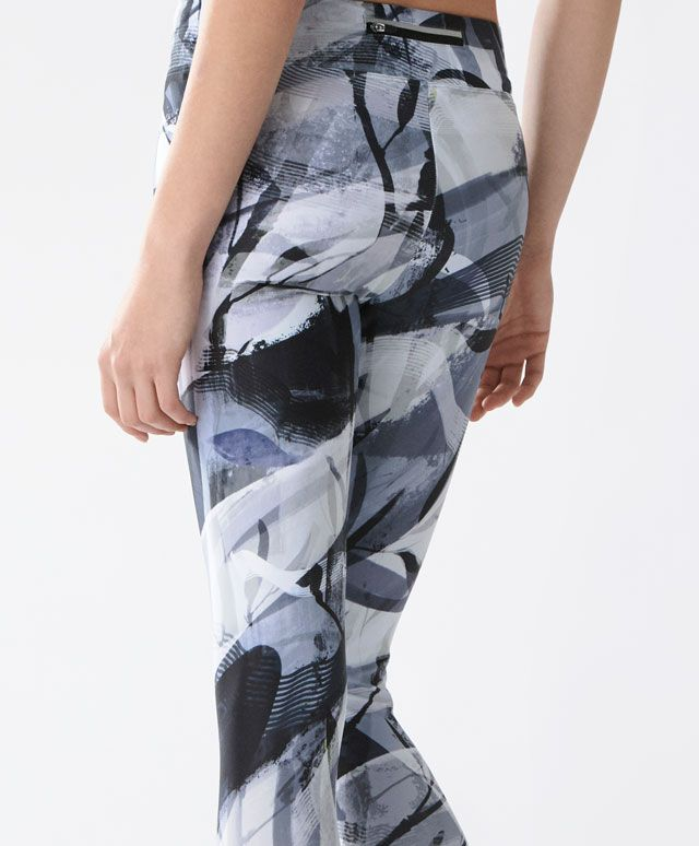 Hanami leggings - New In - Spring Summer 2017 trends in women fashion at Oysho online. Find lingerie, pyjamas, slippers, nighties, gowns, fluffy, maternity, sportswear, shoes, accessories, body shapers, beachwear and swimsuits & bikinis.
