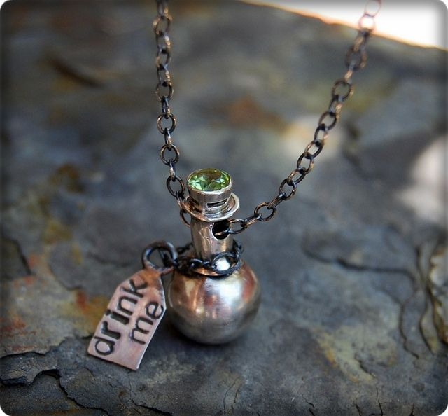 Alice in Wonderland - drink me necklace