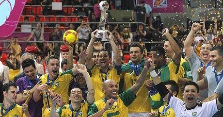 Brasil vence a España y se corona campeona del mundo de fútbol sala