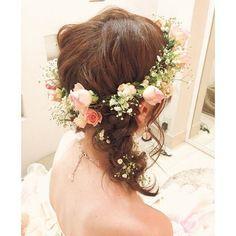 .. . おさげは立体的に❤︎ . どの角度から見てもぽこぽこしてて可愛い❤︎. . . #ヘアセット#ヘアスタイル#ヘアアレンジ#ヘアメイク#ブライダル#ウェディング#プレ花嫁#ブライダルヘア#結婚式#山梨県#山梨 #編み込み#ラクール#花冠#生花#ドライフラワー#かすみ草