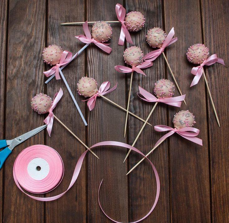 Ahoj! Další přírůstek sladkého tabulka - cakepops. Tehle cakepops není zanechají děti lhostejné. Přeji hezký víkend.  Ещё одно дополнение сладкого стола - кейкпопсы. Не оставят детей равнодушными. Всем хороших выходных.  #cakepop #minidort #dessert #cake #dort #cakepops #handmade #sweetcakes #happybirthday #narozeniny #dortpodebrady #dortprodĕti #crem #pečení #cukroví #sweetcakes #czech #czechrepublic #podebrady #praha #nymburk #kolin #jidlo #food #homemade #cakestagramAhoj! Další přírůstek…