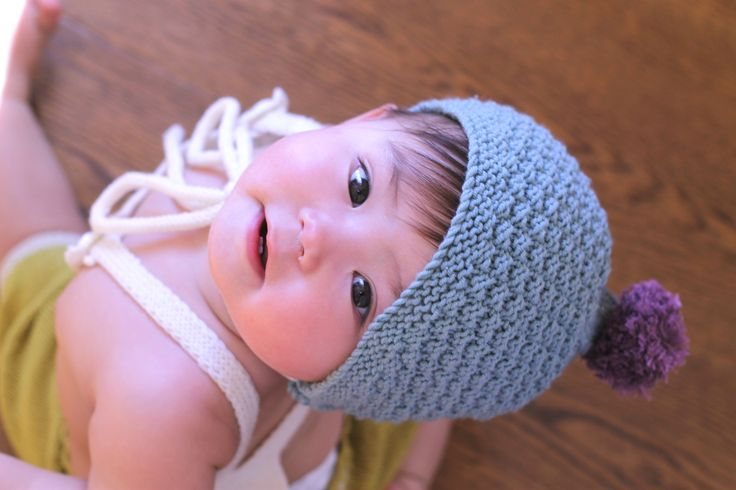 Classic baby bonnet // baby pompom hat // By Dreamiknit on Etsy