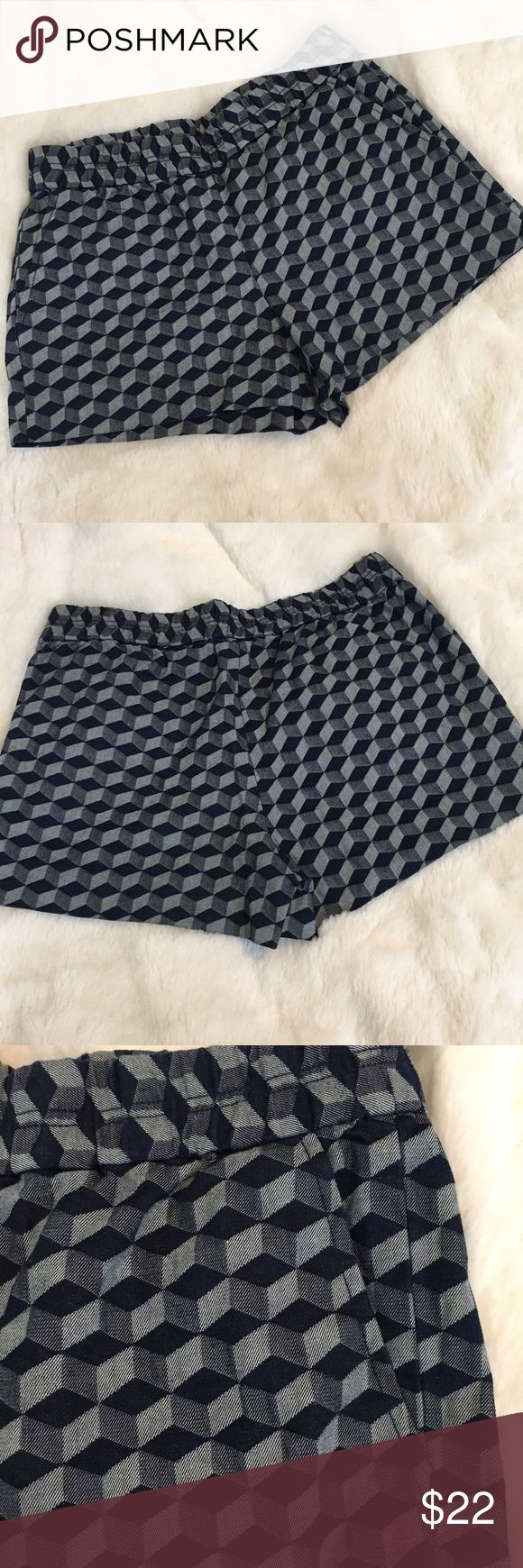 """🆕J Crew Diamond Pattern Shorts J Crew blue diamond pattern shorts with elastic waistband and pockets!! Brand new with tags! 98% cotton, 2% elastane. Size 4. Measures: waist 14.5"""", rise 10"""", inseam 3"""". ❌NO TRADES❌NO LOWBALLING❌NO MODELING❌ J. Crew Shorts"""