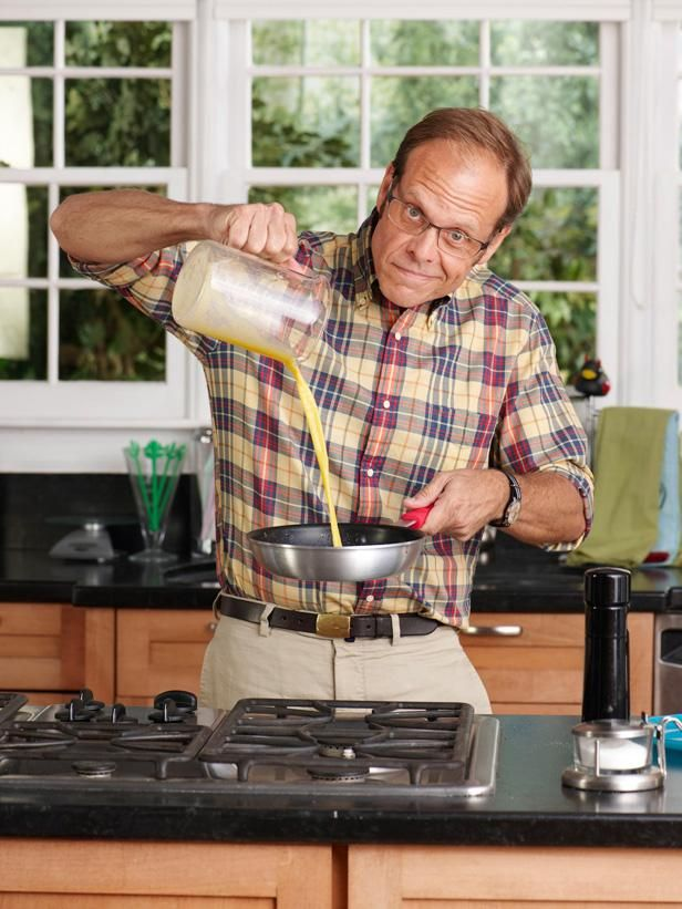 Alton Brown shows Food Network Magazine how to scramble, poach and more. Read more at: http://www.foodnetwork.com/recipes/articles/alton-browns-guide-to-eggs.html?oc=linkback