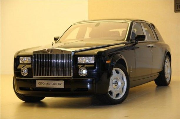 Rolls-Royce Phantom 6.7 V12 € 197.500,-  Kenteken 28-GBK-7 1e registratie 28-02-2007 Kilometerstand  75564 KM Transmissie Automaat Brandstof Benzine Motorvermogen 460 pk Aantal deuren 4 Exterieur DIAMOND BLACK Interieur Zwart / Leder BTW verrekenbaar Nee  Technische specs Aantal cilinders 12 Cilinderinhoud 6749 Vermogen 338 kw / 460 pk Gewicht 2610KG Carrosserie Sedan