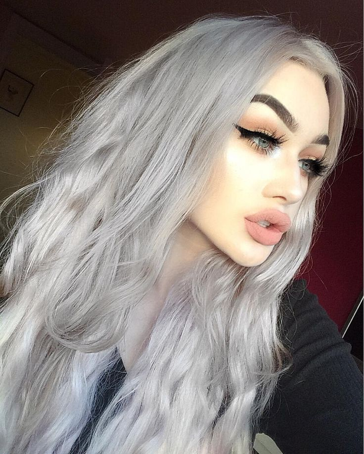 """So obsessed with my @foxylocks hair extentions in 22"""" platinum blonde (I toned them grey myself) this is there brand new seamless range, you can't see them in your hair at all as they don't have typical wefts, they're real human hair and using my code 'FoxyMeg' you can get a free gift when you buy!!! They're so long they touch my hips would 100% recommend #ad #foxylocks"""