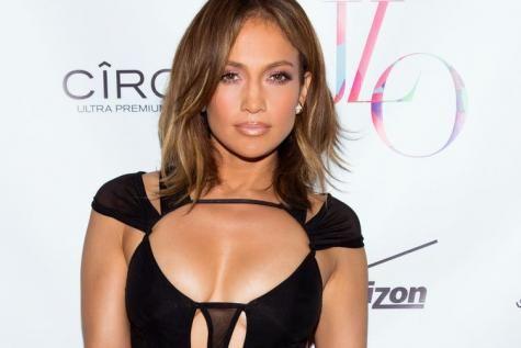 Jennifer Lopez plus sexy que jamais pour ses 46 ans (photos) - soirmag.be