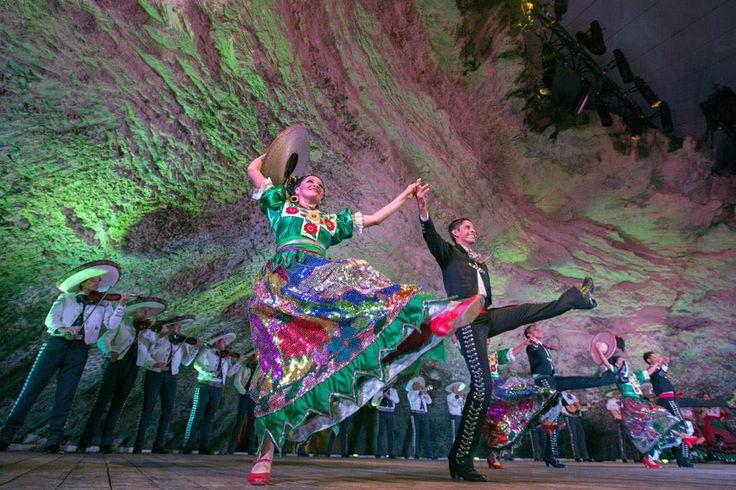 Ballet Folclórico Nacional de México de SILVIA LOZANO                                           www.balletsilvialozano.com