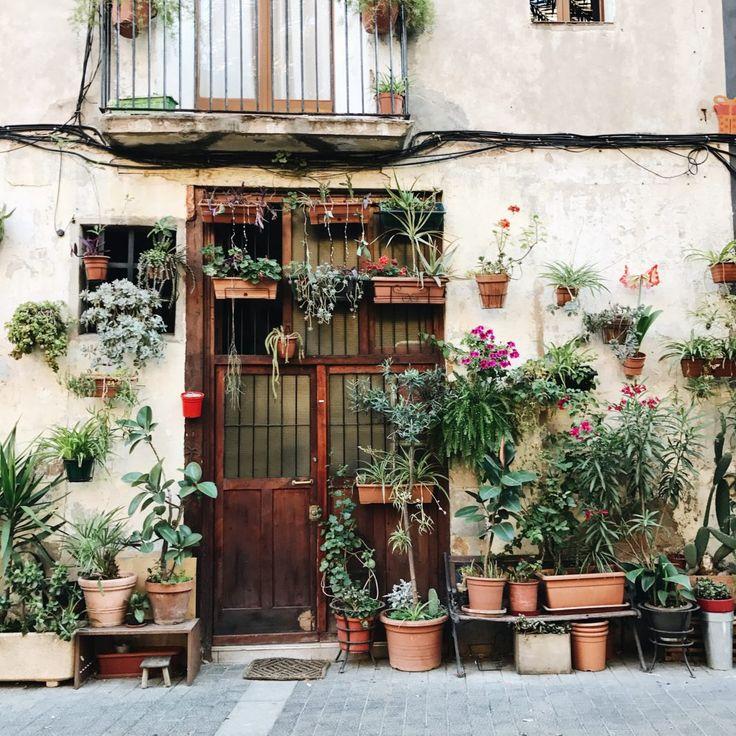 Travel Guide   Barcelona