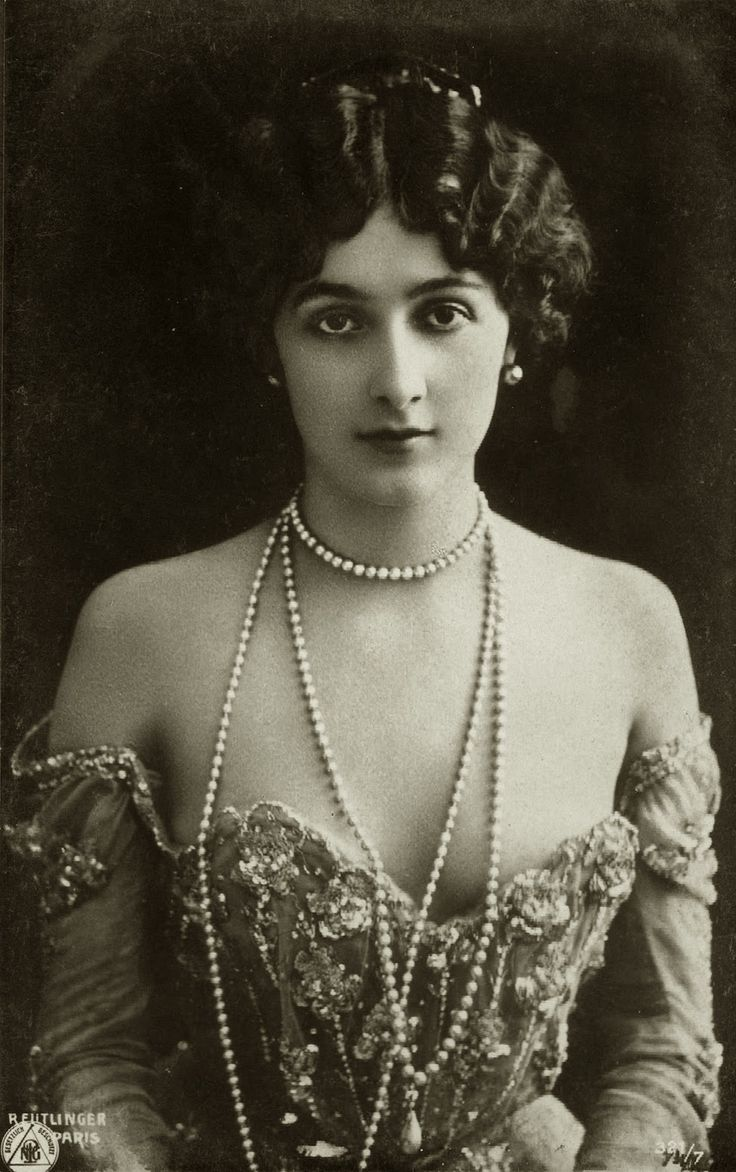 Lina Cavalieri (1874 — 1944) was an Italian operatic soprano and diseuse known for her grace and beauty (http://en.wikipedia.org/wiki/Lina_Cavalieri)