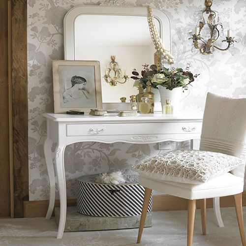 <3: Mirror, Decor, Ideas, Vanities Tables, Vintage Chic, Dresses Tables, Shabby Chic, Dressing Table, Chic Bedrooms