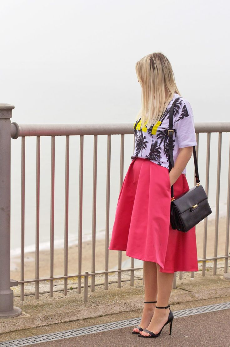 Cali Top - Asos   Skirt -  Coast  *   Shoes - Zara  (similar)   Bag - Vintage Gucci     (Click on the links above to s...