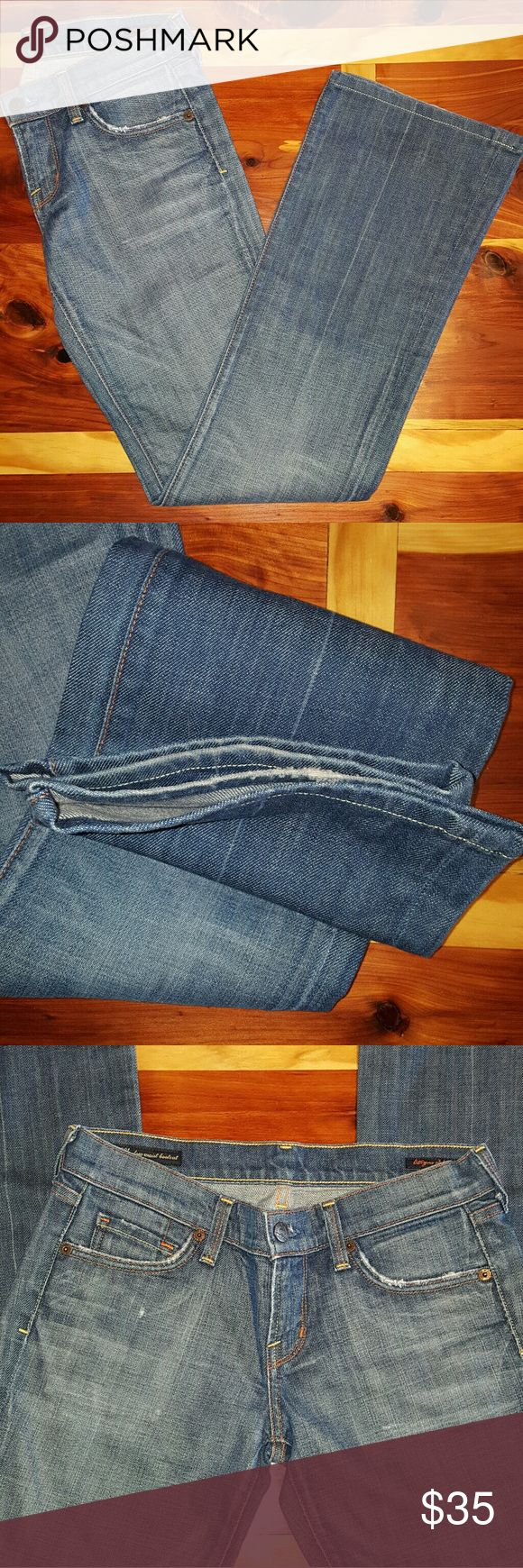 ⓈⒶⓁⒺ COH Lighter Wash Kelly Jeans Light/medium wash Citizens of Humanity denim. 26 inch waist and 32 inch inseam. Worn but no stains or tears. Citizens of Humanity Jeans