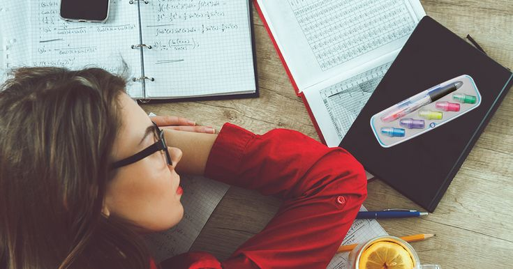 Sezonul de #examene se apropie si dupa cum stim procesul de invatare poate fi lung si plictisitor. Vino in ajutorul elevilor si studentilor cu un #pix #multifunctional ✍️ cu capete de #marker interschimbabile, care ii va ajuta sa invete esentialul si va face invatatul mai usorNu uita sa il personalizezi cu #logo-ul tau  #exam #facultate #studymood #cadouripromotionale #advertising #marketing #promotionale #scoala#studentlife