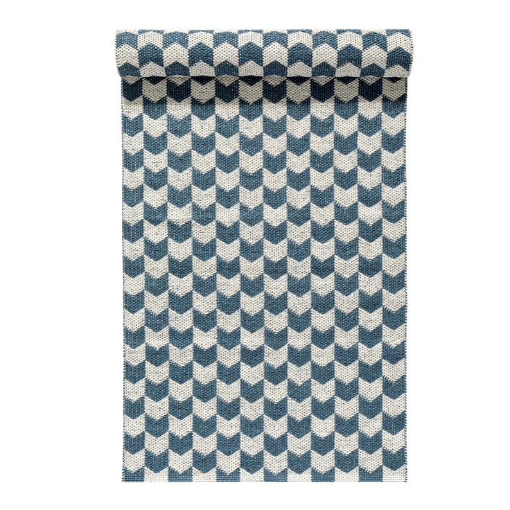Knit rug dusty blue is a plastic rug from Swedish brand Nordic Nest. Available in different lenghts and colors.