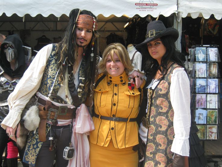 Captain Jack Sparrow & Angelica from Pirates of the Caribbean and Seras Victoria from Hellsing Elf Fantasy Fair 2013 Arcen